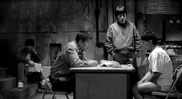 El inspector Chan interroga al principal sospechoso